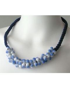 Porzellanschmuck Kette Tausend Perlen blau
