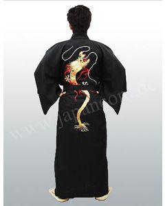 Kimono Goldener Drachen gestickt schwarz, angezogen
